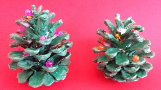 2 tannzapfen weihnachtsbäumchen