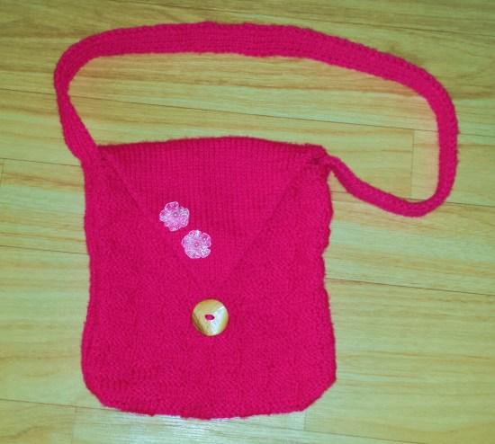 stricktasche pink mit blüten und holzknopf
